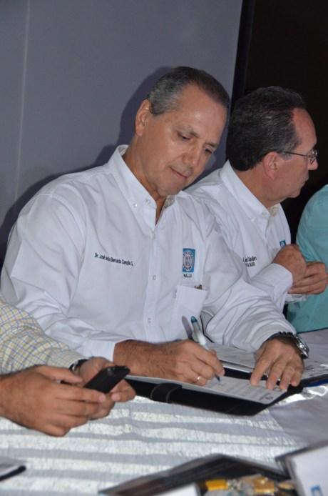 El Secretario de Salud, Bernardo Silva Campillo.