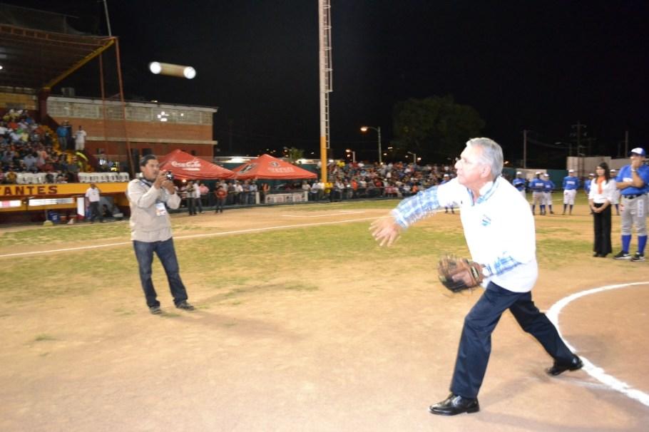 """Un éxito arranque de Fiesta Mexicana de Beisbol """"Los Dos Nogales""""."""