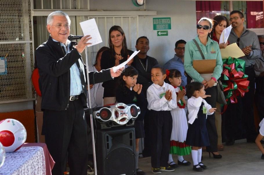 Sigue Alcalde apoyando a las escuelas.