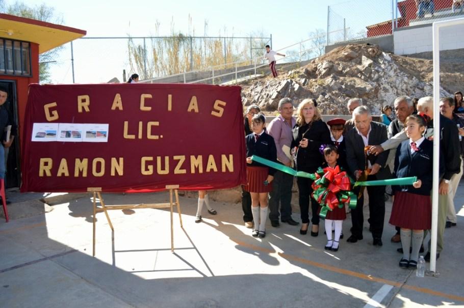 Cumple Alcalde con la escuela primaria Enrique Quijada.