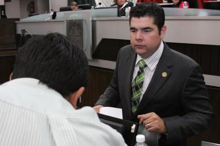 Prioridad para Alejandro García Rosas el invertir en la gente con obras en colonias