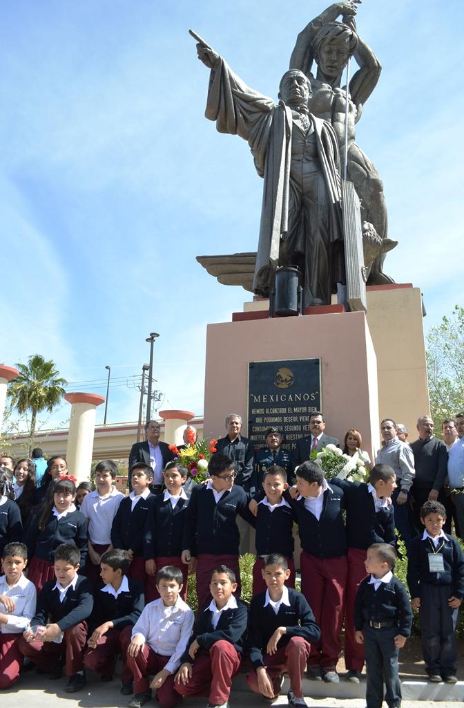 Celebra Ayuntamiento el 208 aniversario del natalicio de Benito Juarez.