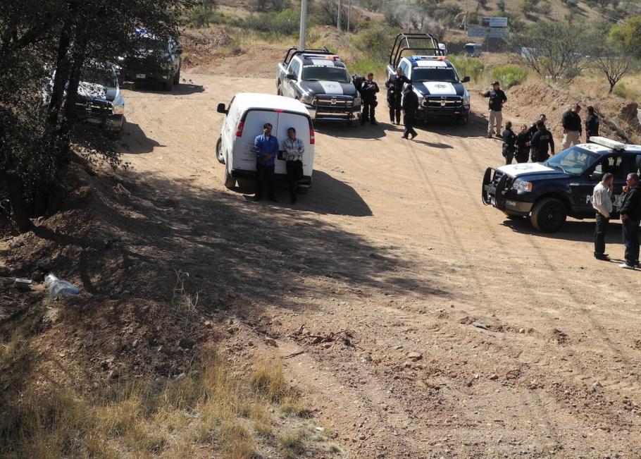 El cuerpo fue hallado a 24 metros de distancia de la carretera.