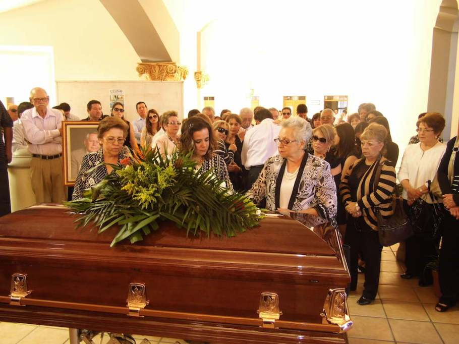 Aspectos durante la ceremonia funebre.