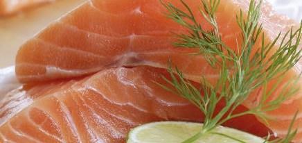 Recomiendan evitar el consumo de pescados y mariscos crudos