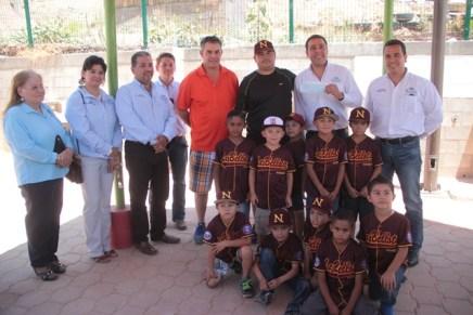 "Entregan apoyo a Liga infantil ""La Bellota"""