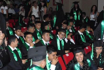 Se gradúan 400 estudiantes del Conalep