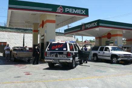 """Se """"auto-asalta"""" despachador de gasolina en la estación de Los Encinos"""