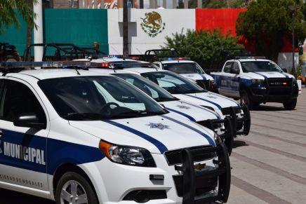 Se llevan militares patrulla de la Policía Municipal para perseguir a un conductor