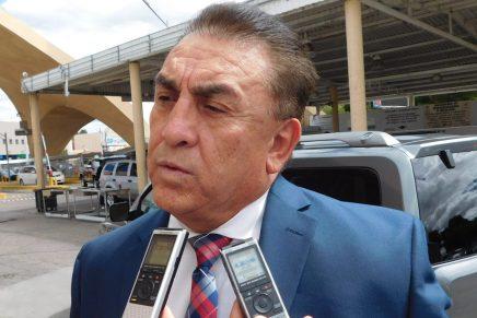 Cónsul general Ricardo Santana recibe rango de Embajador