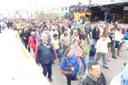 Se manifiestan en contra trabajadores municipales por las alzas en impuestos