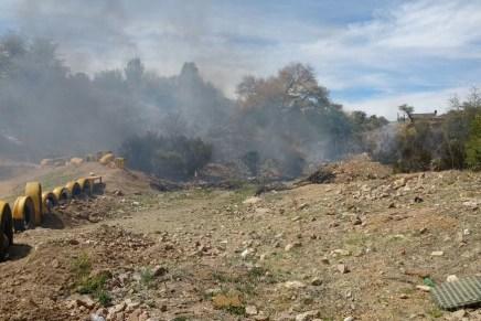 Consume incendio maleza en área entre Los Encinos y Mediterráneo
