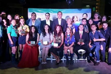 """Reciben jóvenes """"Premio Municipal de la Juventud 2017"""""""