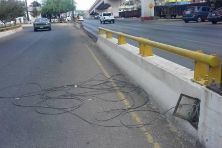 Vandalizan cableado de puente peatonal