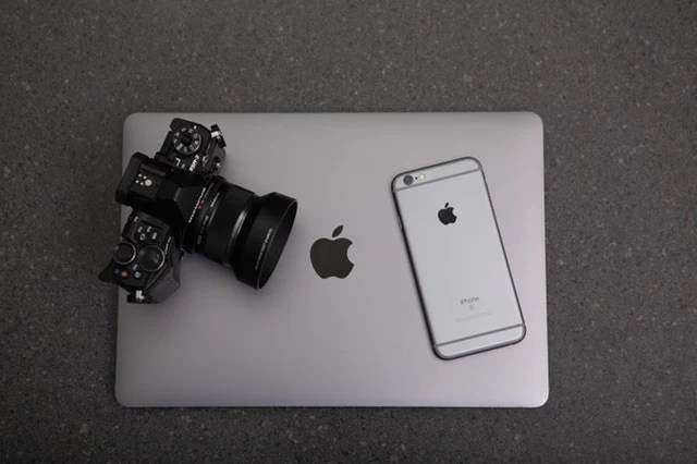apple black and white camera 306763