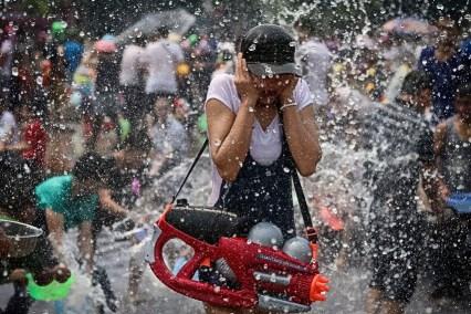 """Фото дня: Фестиваль """"Брызги воды"""" в Китае"""