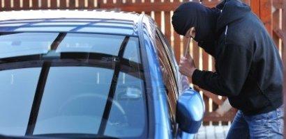 Spargatorul de masini, din Oradea, a fost retinut. A furat bunuri si bani din cel putin sase masini
