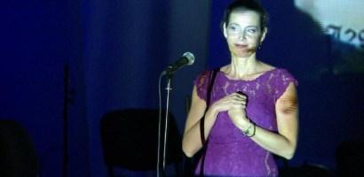 """Valerie Ciolos, sotia primului ministru, a cantat sambata seara la Oradea, promovand """"Cumintenia Pamantului"""""""