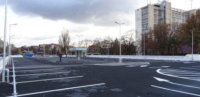 Reglementari la Parcarea Rogerius, locurile au fost marcate in functie de timpul de parcare.