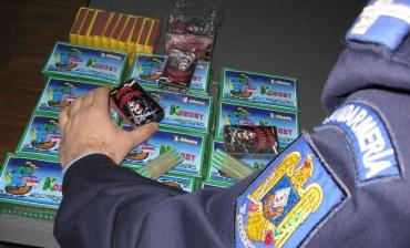 480 de obiecte pirotehnice interzise, confiscate de poliţiştii orădeni de la un bărbat.