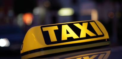 Unui taximetrist oradean i-a fost retrasa autorizatia pentru fals si uz de fals si amendat cu 8.000 de lei de politisti