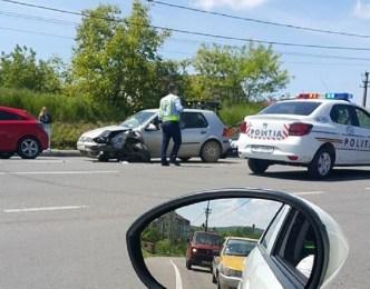Accident frontal in Sanmartin, din cauza neatentiei la volan