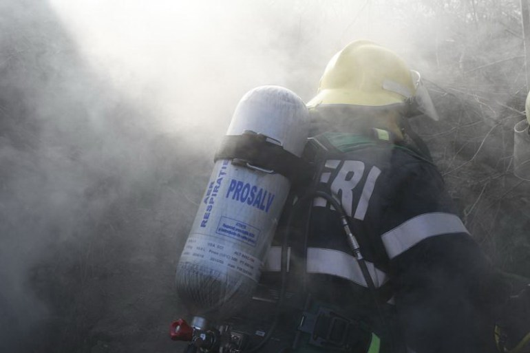 8 ore s-au luptat pompierii bihoreni cu un incendiu care ameninta 20 de case, in Forau