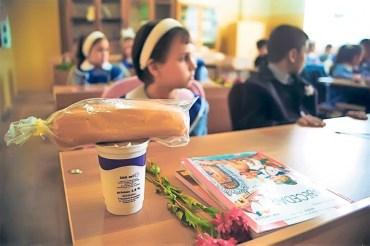 Fructe, legume, lapte, produse lactate și de panificație, în noul Program pentru şcoli