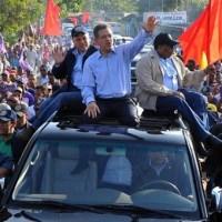 Leonel Fernández se suma a caravanas, vaticina triunfo contundente del PLD