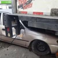 ¡Por poco no la cuentan! Carro público se estrella con camión en Santiago