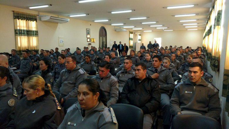 Formadores de policías de todo el país se capacitan en Corrientes