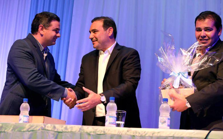 Valdés firmó acuerdo para solicitar el cruce por Yacyretá al Paraguay