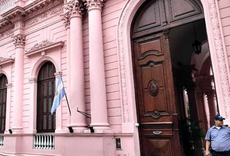 Corrientes paga sueldos y vuelca más de 2 mil millones a la economía