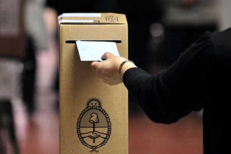 Corrientes analiza adelantar y desdoblar las elecciones legislativas