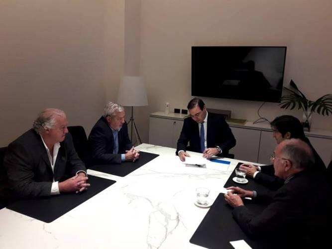 Ruta 22: Valdés firmó el convenio para financiamiento del BID