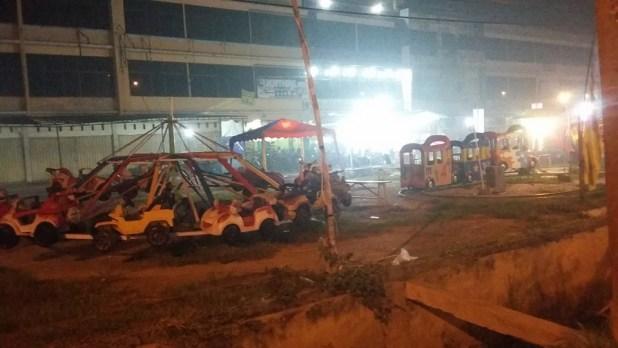 Kondisi tempat bermain anak-anak pada malam hari di Jalan Soebrantas, Panam, Senin, (19/10)
