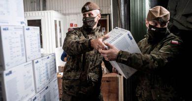 Terytorialsi transportują środki ochrony indywidualnej do szpitali