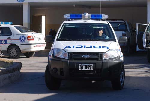 POLICIA_CAMIONETA_35141