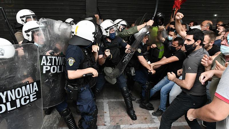 Полиция напала на митинг протеста профсоюза строителей Греции