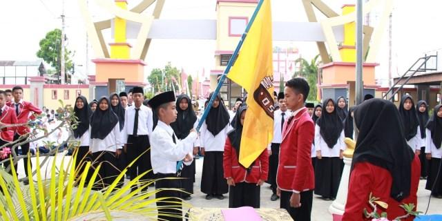 Kepala SMP Negeri 1 Kota Solok Lantik Pengurus OSIS Baru