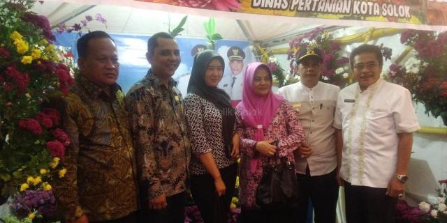Wakil Wali Kota Solok Hadiri Festival Bunga dan Buah Terbesar di Indonesia