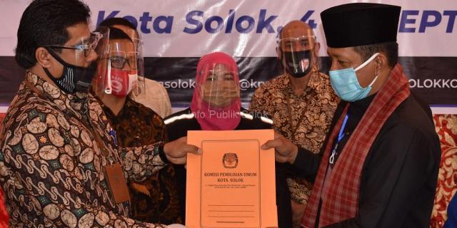 Yutris Can, SE dan H. Irman Yefri Adang, SH, MM Mendaftar ke KPU Kota Solok