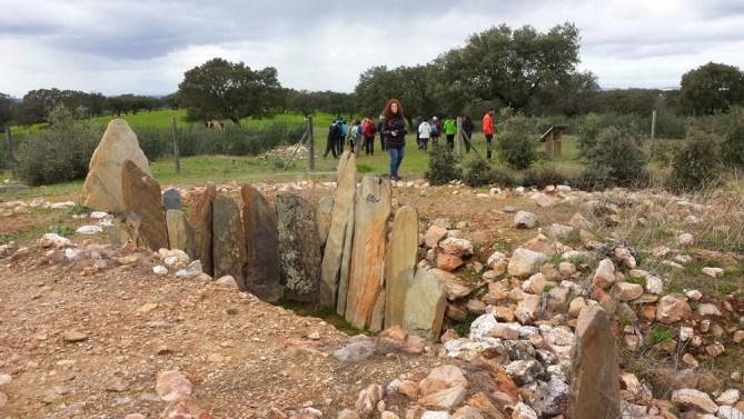 El dolmen es también un atractivo turístico. Foto: Lourdes Senderuelos.