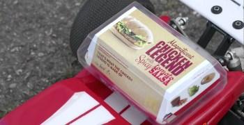 MC Donalds usa un truggy para promocionar su nueva Chicken Legend. El piloto: Lee Martin