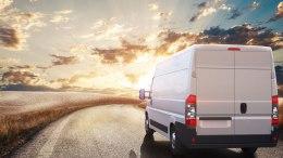 véhicule utilitaire en route