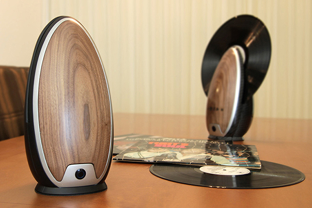 roy-harpaz-standing-record-player-1