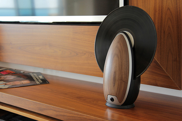 roy-harpaz-standing-record-player-2