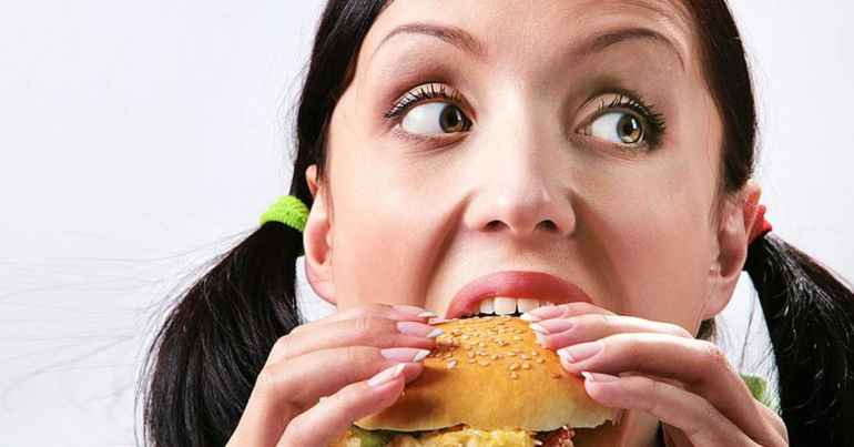 Голод, жажда или стресс: как распознать истинную причину перееданий