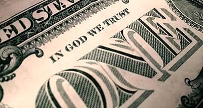 Como a economia tornou-se uma religião