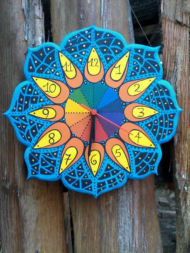 Mandalas pintadas en piedra pared madera vidrio y